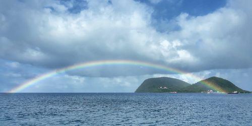 Regenbogen über den Cabrits