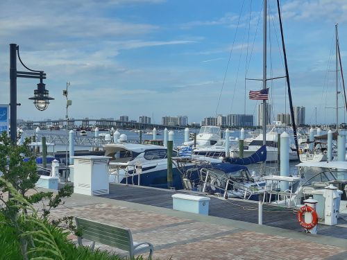 Riviera Beach Marina dahinter Palm Beach Shores