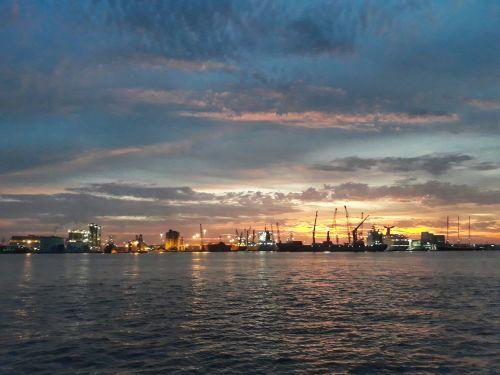 und über dem Port of Palm Beach