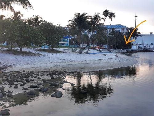 Unser Dinghi illegal am Strand - am Dinghi Dock kostet das Festmachen 16$!