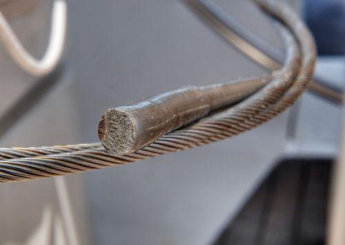 Diese Stahlverankerung der Unterwant ist zuerst gebrochen - der Rost deutet darauf hin, dass möglicherweise schon ein Schaden vorlag
