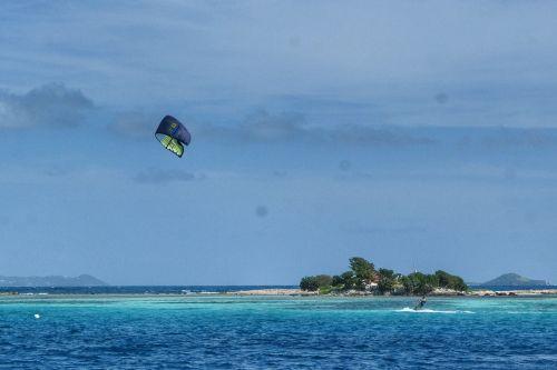 Kite Surfer vor Green Island