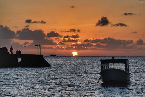 Sonnenuntergang neben Young Island